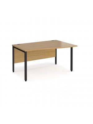 Maestro 25 right hand wave desk 1400mm wide - black bench leg frame, oak top