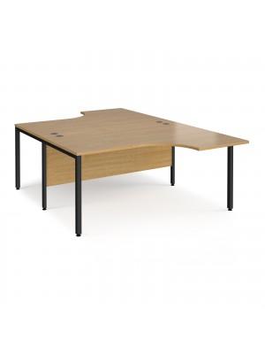 Maestro 25 back to back ergonomic desks 1600mm deep - black bench leg frame, oak top