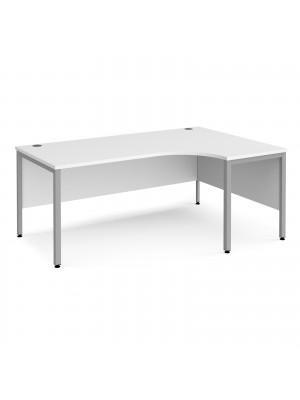 Maestro 25 right hand ergonomic desk 1800mm wide - silver bench leg frame, white top
